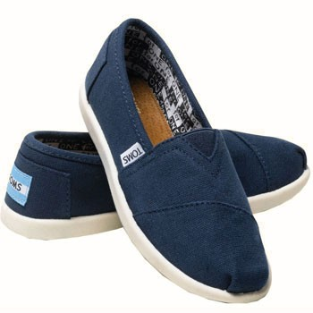 TOMS Shoes Canvas Slip On Navy 012001C10 (Youth)